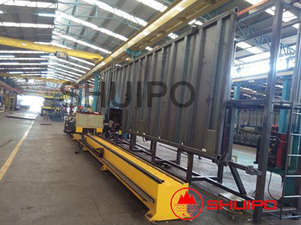 Automatic corrugated plate welding robot