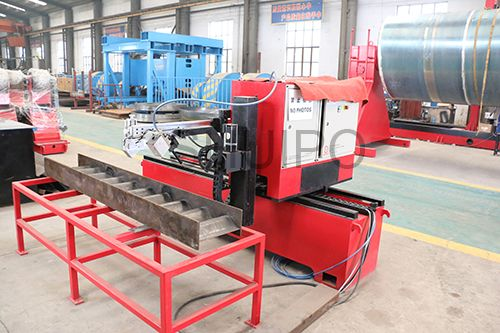 Corrugated plate intelligent welding robot