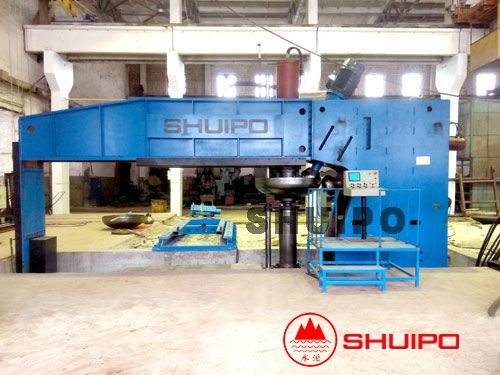 Dished head spinning machine
