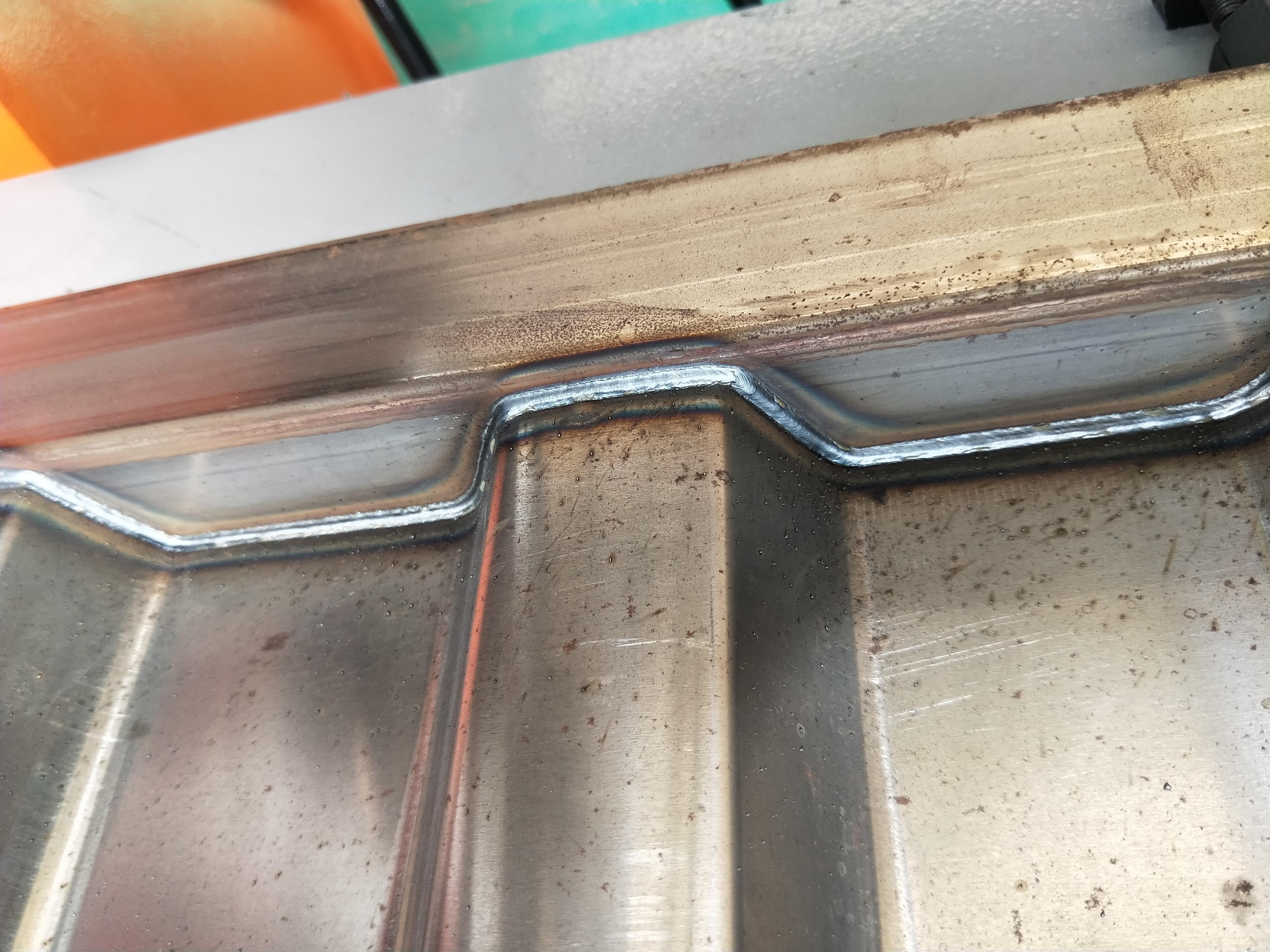 Horizontal corrugated plate welding equipment